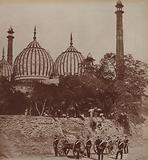 India, troops outside mosque in Delhi