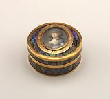 Snuffbox mounted with two miniatures
