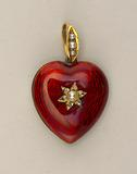 Locket in the form of a heart