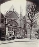 Shop, rue Saint-Jacques, against the apse of the Saint-Séverin church, 5th arrondissement, Paris