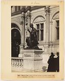 Bronze statue in front of the central pavilion of the facade of the Hôtel de Ville, 4th arrondissement, Paris
