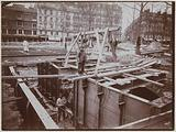 Departure station at Porte Maillot. Construction of accesses. Assembly of the metal frame.
