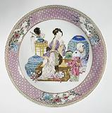 Saucer-dish with a Chinese lady and two boys