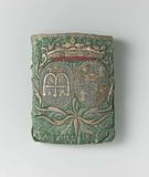 Purse in a flat, rectangular model of green silk, on which on one side a crowned double medallion in gold and silver …