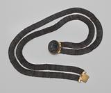 Braided lacquered iron necklace with cameo in gold lock