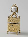 Nécessaire made of gold with a grandfather clock on the lid