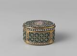 Snuff box of gold, oval and completely set with brilliants on a background of green enamel, on the lid a representation