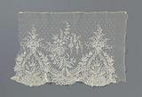 Application lace sleeve with pear-shaped medallions