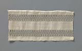 Strip of textile in which two edge strips with diamond shapes