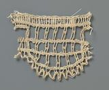 Strip bobbin lace with vertical and horizontal lines in semicircular scallop