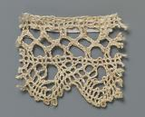 Strip bobbin lace with chained diamond meshes made with braids