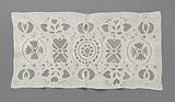 Cotton curtain strip with bobbin lace grating in large openwork motifs