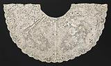 Cannon collar made of bobbin lace with symmetrical pattern