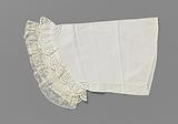 Batist pagoda sleeve trimmed with a lace embroidery border and a bobbin lace edge