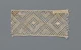 Strip bobbin lace with a row of diamond-shaped fields between which hearts