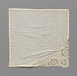Batiste handkerchief with an inserted bobbin corner piece