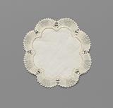 Linen doily rosette-shaped with eight lobes and a bobbin lace edge around