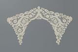 Bobbin lace collar with volute tendrils