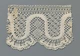 Strip bobbin lace with regular wavy line and fan scallops