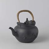 Chocolate pot with lid made of earthenware, Wedgwood Black Basalt. With a lid.