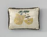 Pincushion or birth pillow, above with white satin, with two embroidered coats of arms on a branch and the name …