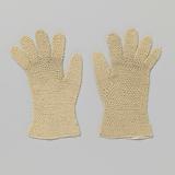 Left glove in beige crocheted silk