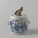Covered jar with Chinese ladies on a terrace and finial in the shape of a shishi