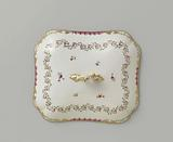 Lid, oblong, with button, associated with a crockery ribbon motif set with leaf branches, flower bouquets and …