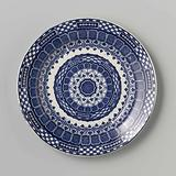 Plate with a stylized flower in the center surrounded by a band with blue and white areas