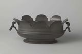 Oval cooling vessel with scalloped edge
