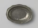 Oval dish with scalloped edge
