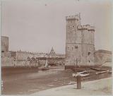 Port entrance of La Rochelle with the Tour de la Chaîne on the left and the Tour Saint-Nicolas on the right