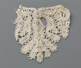 Fragment bobbin lace consisting of one scallop with thistle or cornflower
