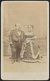 Carte-de-visite portrait of Tom Thumb and Lavinia Warren