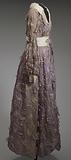 Purple dress and white belt worn by Dionne Warwick