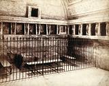 Pompeii: bath house interior showing furniture (a wash tub ?)